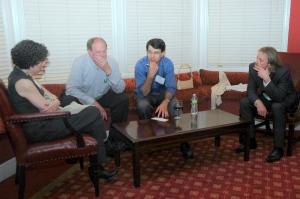 Undertegnede til høyre i bildet, i samtale med fra venstre forsker på Columbia University, Mady Hornig, og de mangeårige ME/CFS-legene Dan Peterson og Andreas Kogelnik. På The Harvard Club i New York City, juni 2012.